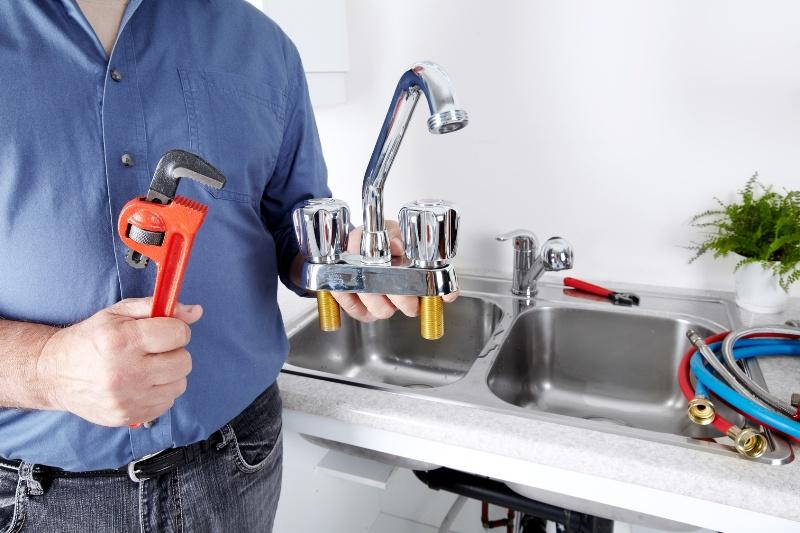 Couper l'eau pour les réparations de plomberie