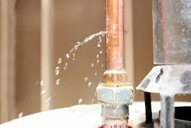 Fuite d'eau tuyau en cuivre